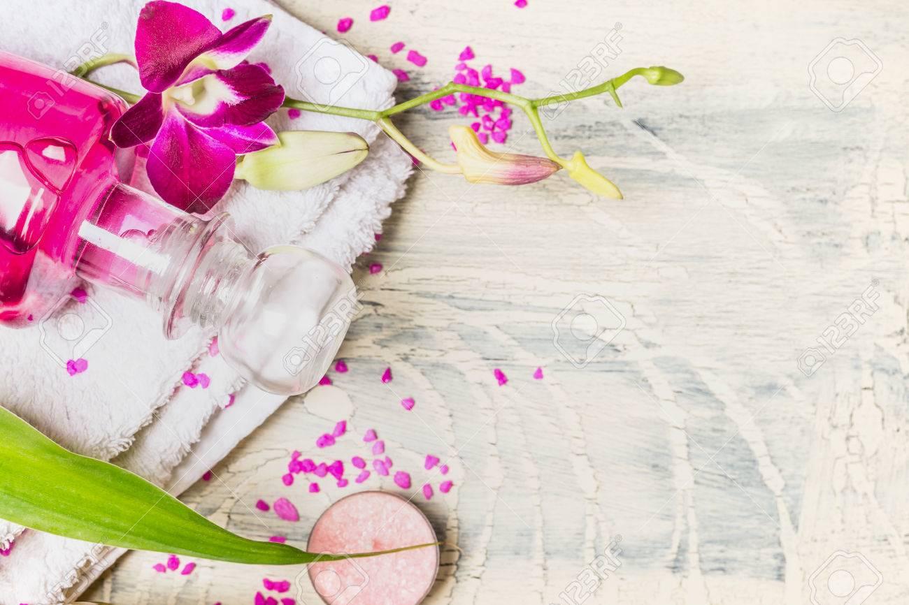 Spa wellness blumen  Nahaufnahme Von Glas Flasche Lotion Mit Orchidee Rosa Blumen Auf ...