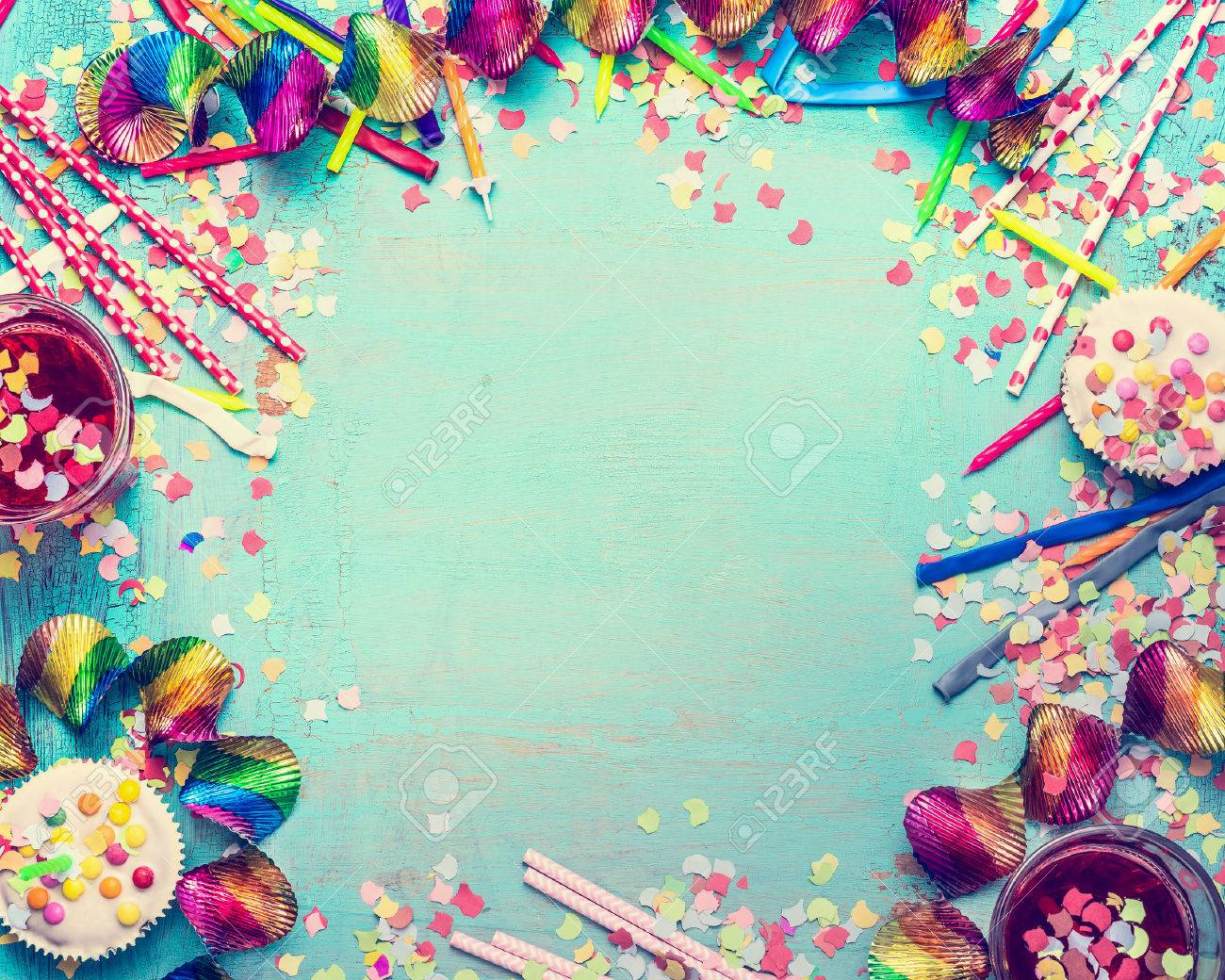 Cadre Anniversaire cadre joyeux anniversaire. outils de fête avec un gâteau, des