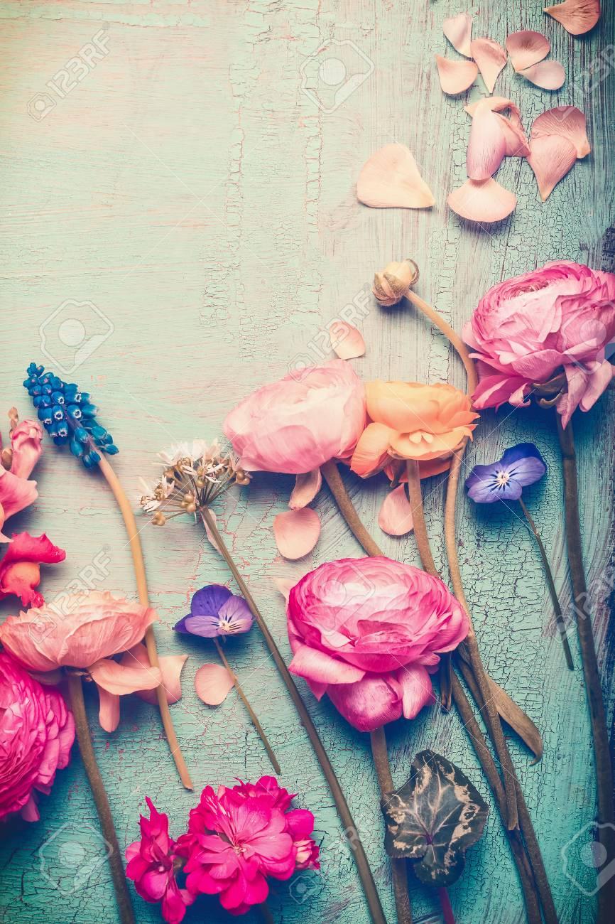 bouquet rom\u00e1ntico con orqu\u00eddeas blancas moradas y turquesa Pendientes vintage de flores