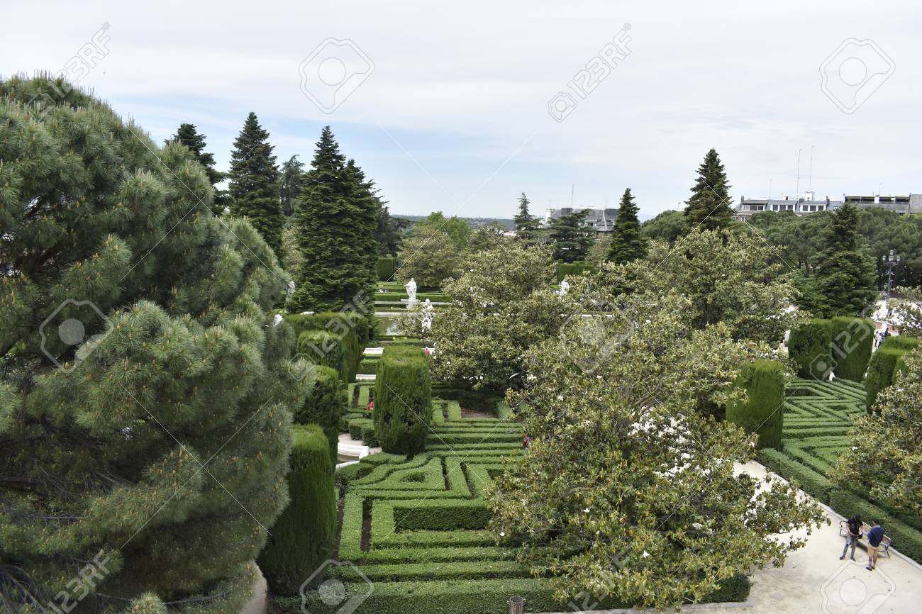 The Palace Gardens Have A Nice And Fun Labyrinth Of Trees And