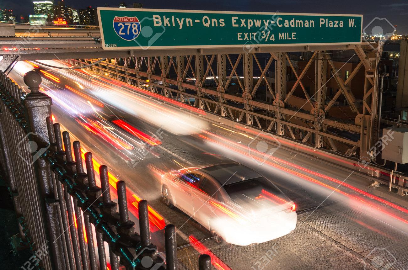 50d9d58d2fb NEW YORK - Le 22 Novembre 2013 Les Excès De Vitesse Sur Le Pont De Brooklyn  De Manhattan à Brooklyn Le Site Historique National A été Achevé En 1883 Et  A ...