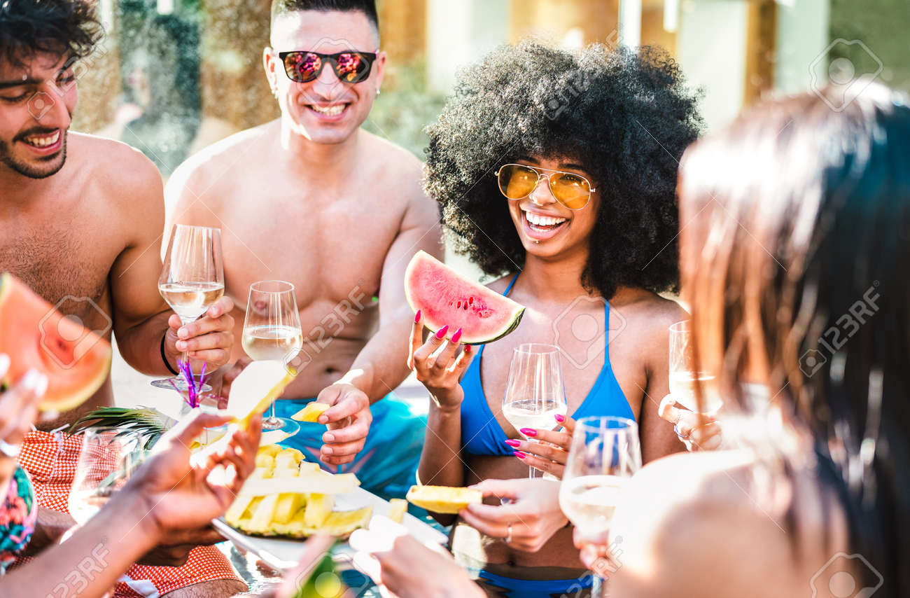 Happy friends group drinking white wine champagne at pool side party - Life style vacation concept with young guys and girls having fun together on summer day at luxury location - 170931966