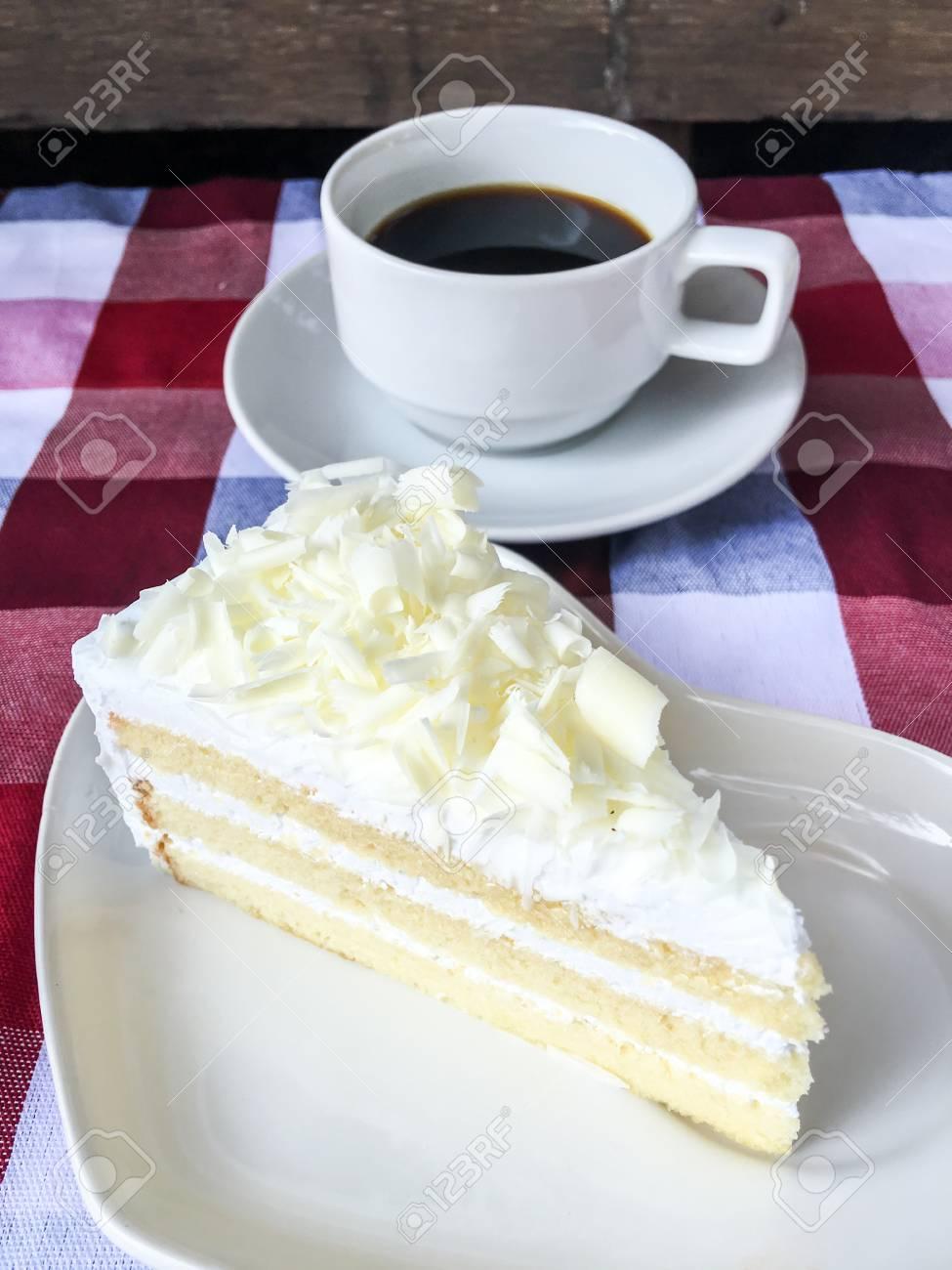 Weisse Schokolade Kuchen Und Kaffee Auf Tischdecke Kariert