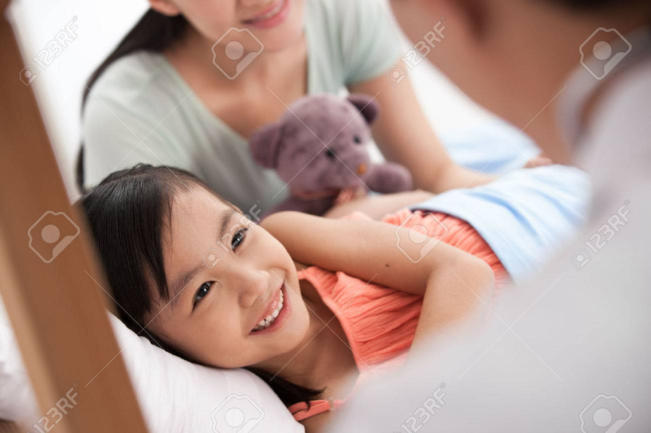 doctor and girl with her mother Stock Photo - 30133193