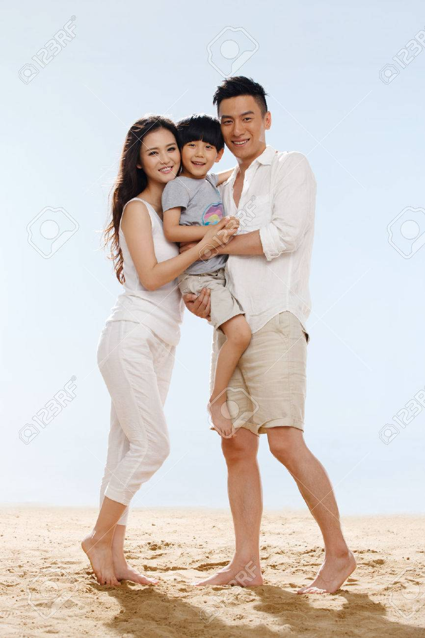 Family on beach - 34917184