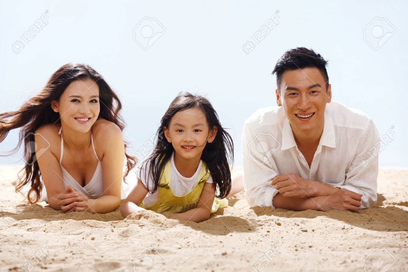 Family on beach - 34917227