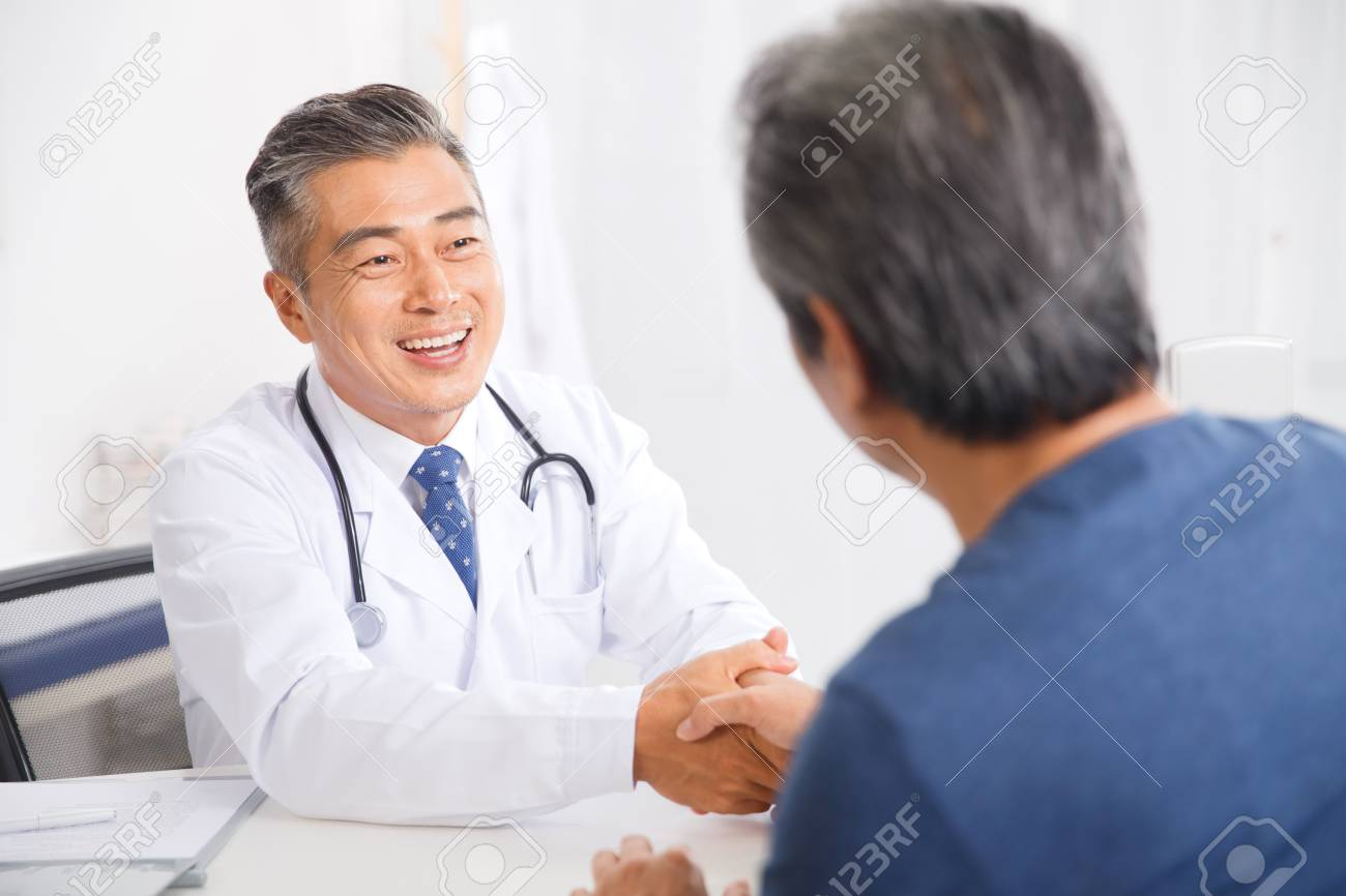 the doctor to the diagnosis and treatment in patients ロイヤリティー