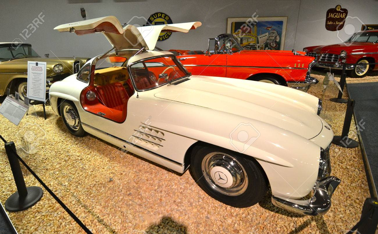 Vintage Cars In The National Automobile Museum Reno Nevada - Classic car museums in usa