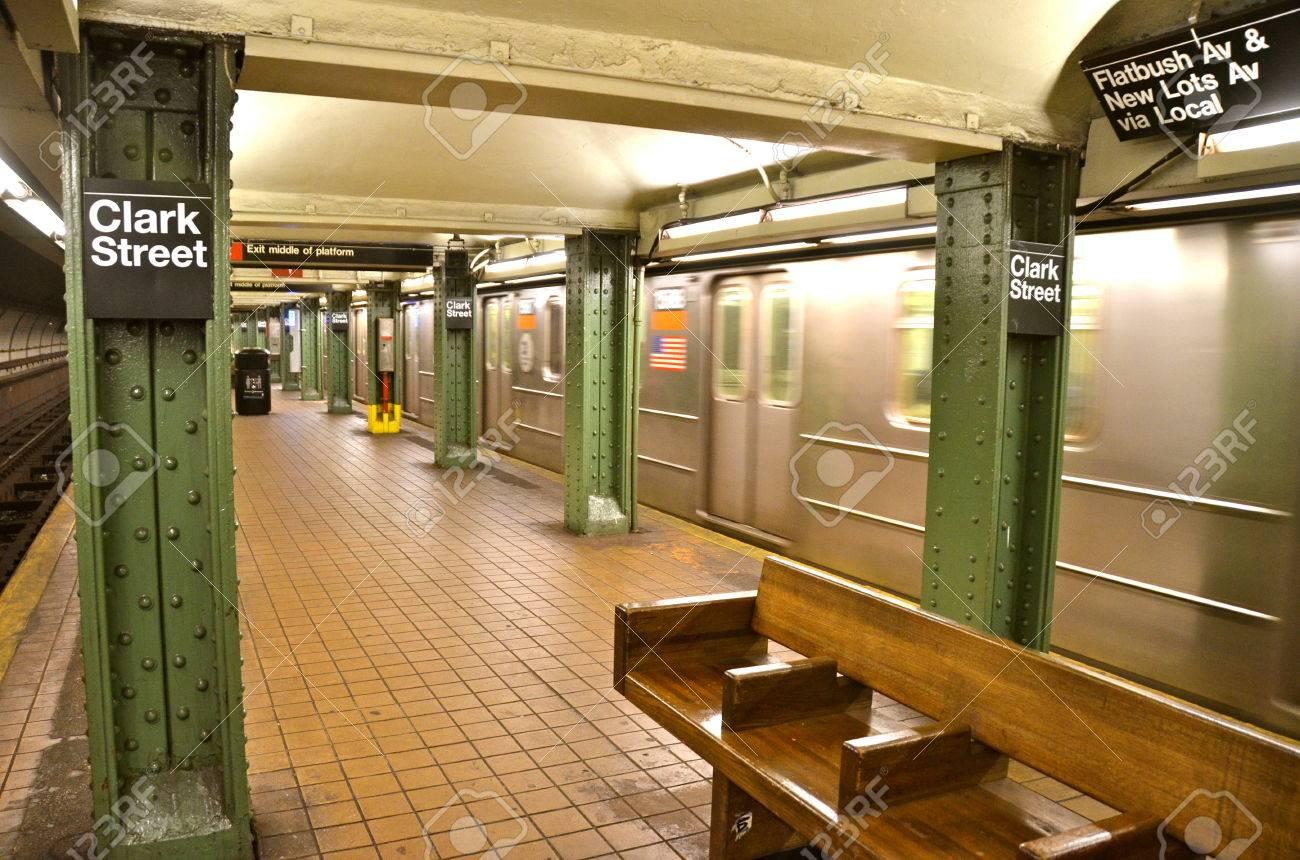 ブルックリン、ニューヨーク市、アメリカ合衆国のニューヨーク市地下鉄 ...
