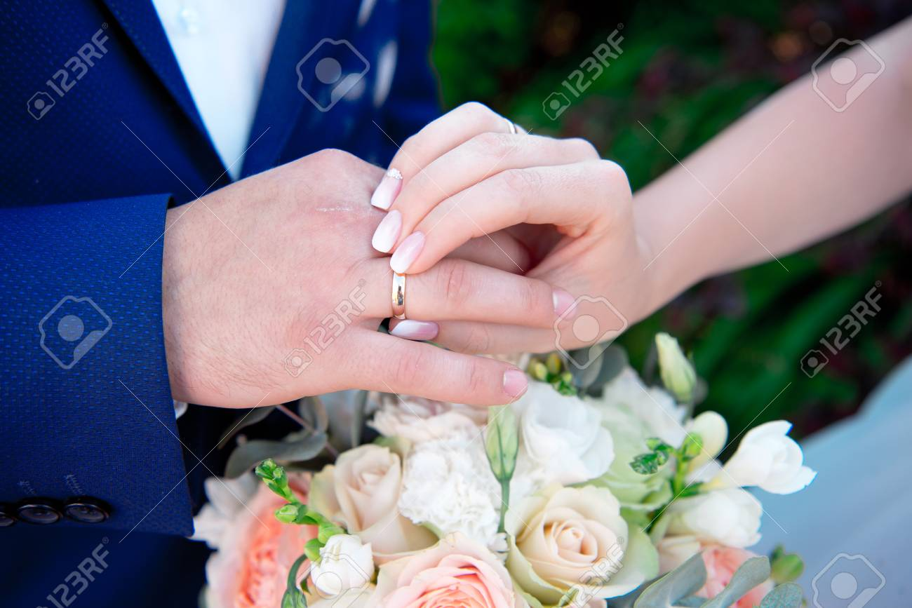 Close-up Bride And Grooms Hands With Wedding Rings Stock Photo ...