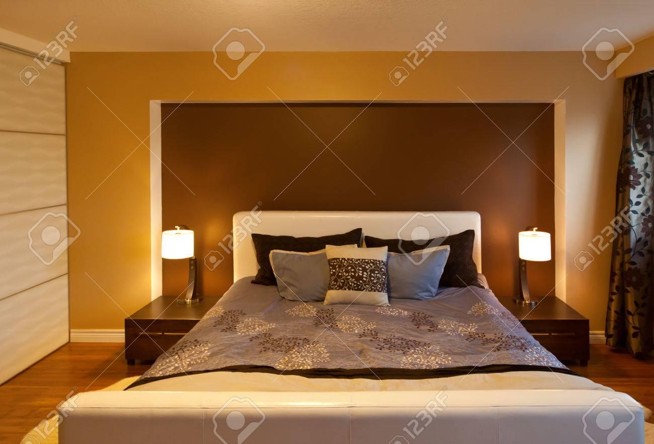 Pavimenti Camere Da Letto Moderne moderno appartamento contemporaneo camera da letto arredamento dopo  pavimenti in bambù rinnovamento vista frontale