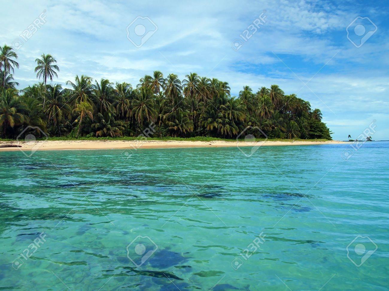 Beach in Zapatillas islands, Bocas del Toro, caribbean sea, Panama Stock Photo - 10602418