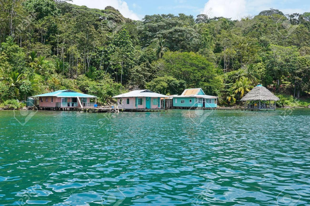 foto de archivo costa tropical con casas rsticas sobre el mar bocas del toro loma isla partida costa caribea de panam amrica central