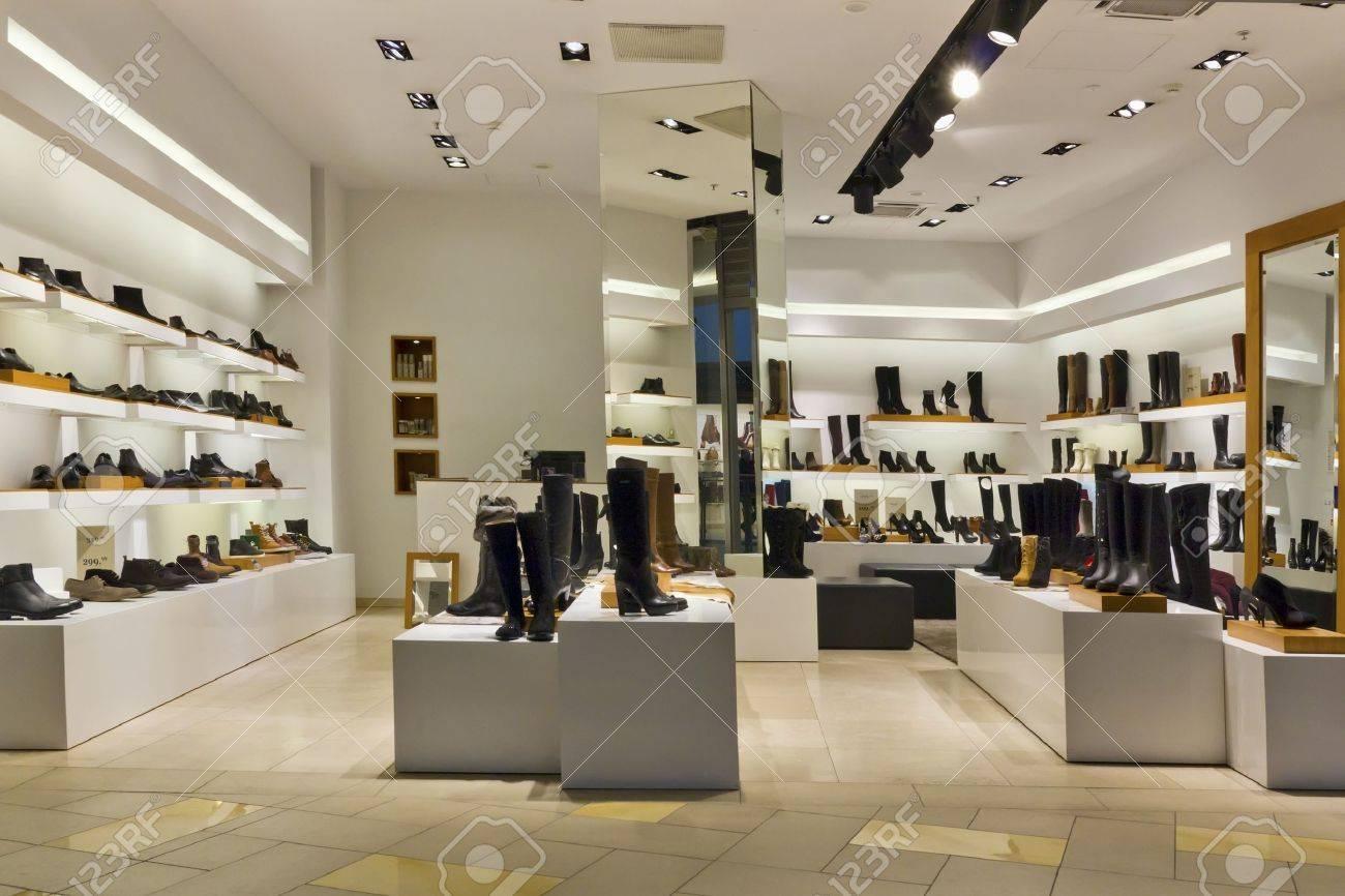 Store lighting design shoe standart mass production shop evening lighting isnt present buyers