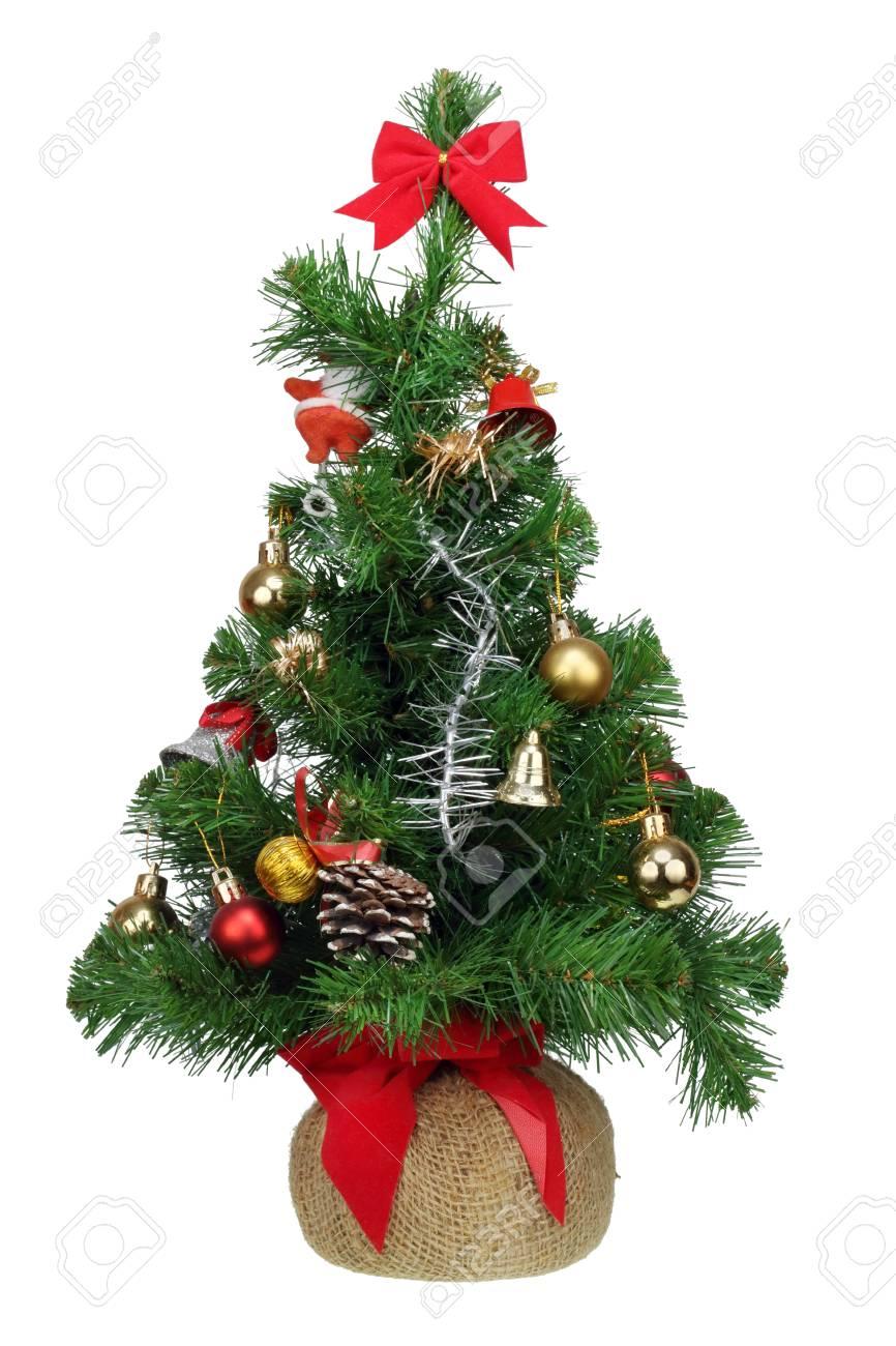 Immagini Abete Di Natale.La Piccola Manifattura Di Natale In Abete Di Plastica E Decorata Con Semplici Palle E Campane Isolato Su Bianco