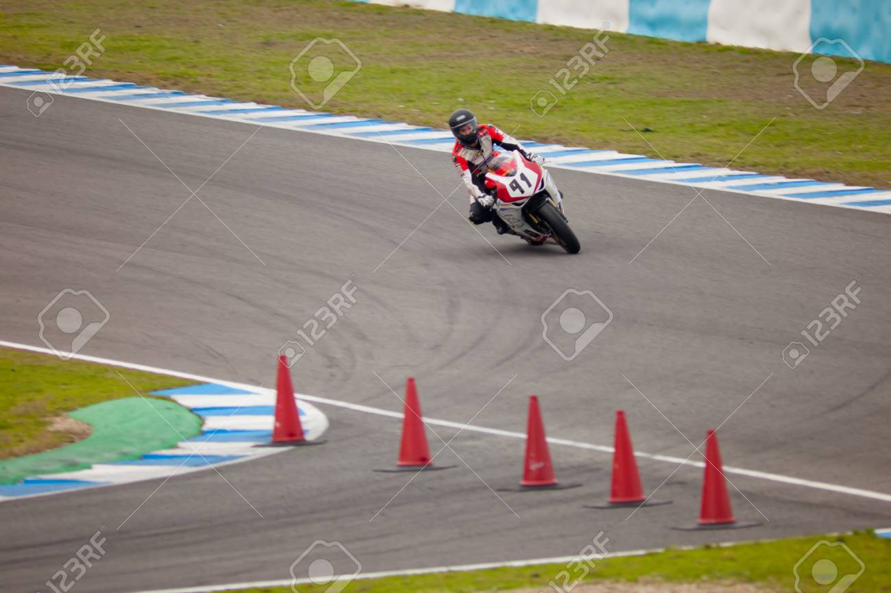 JEREZ DE LA FRONTERA, SPAIN - NOV 20: Stock Extreme motorcyclist Didac Fernandez takes a curve in the CEV championship on Nov 20, 2010, in Jerez de la Frontera, Spain Stock Photo - 9889532