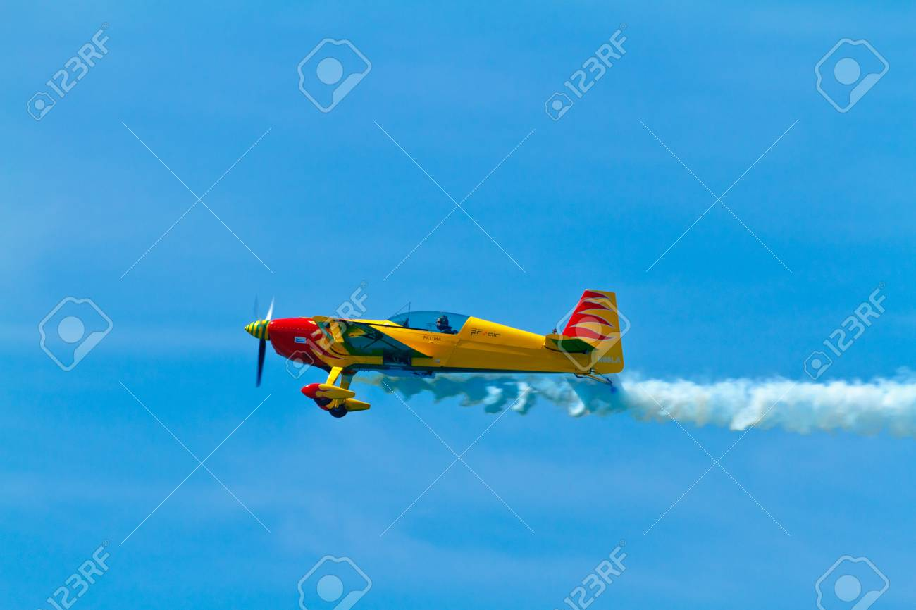 CADIZ, SPAIN-SEP 11: Aircraft Extra 300S of Melissa Pemberton taking part in an exhibition on the 4th airshow of Cadiz on Sep 11, 2011, in Cadiz, Spain Stock Photo - 11045463