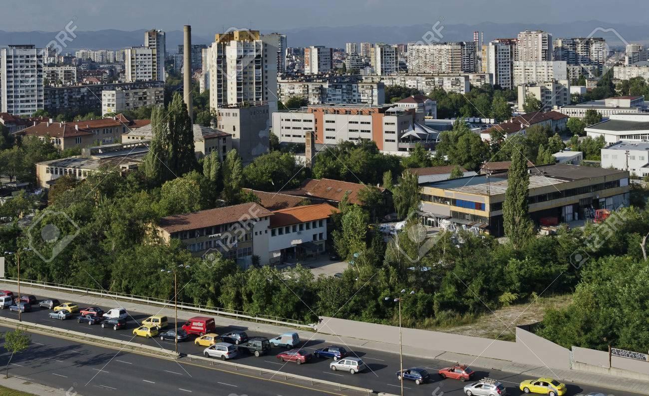 Ein Wohnviertel Von Zeitgenössischen Bulgarischen Häuser In Stadt ...