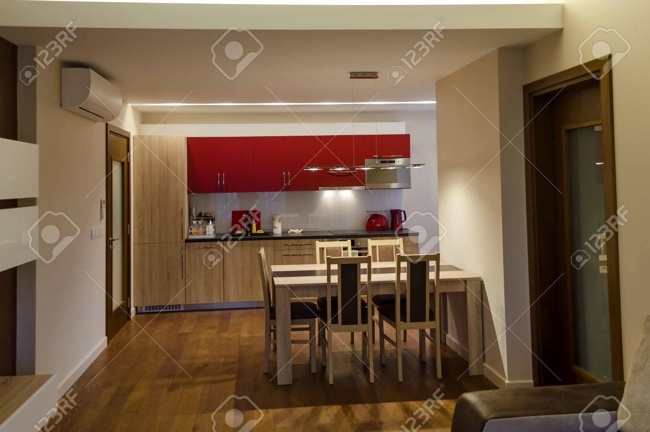 archivio fotografico soggiorno con il sito di cucina e tavolo da pranzo in appartamento ristrutturato in sofia bulgaria