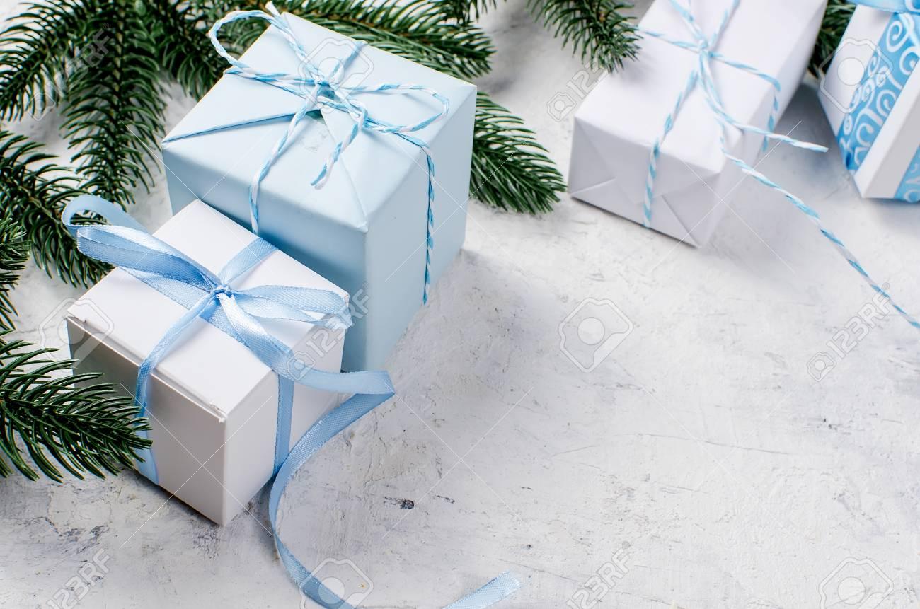 Branches De Sapin De Noel Boites De Cadeaux Bleu Et Blanc Avec
