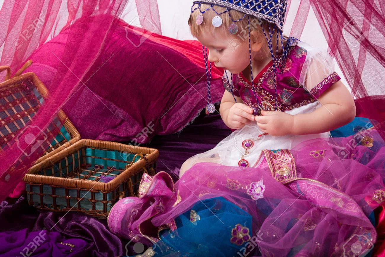 Niña Que Este Joven, Sultana, La Princesa India En Sari Vestido Velo ...