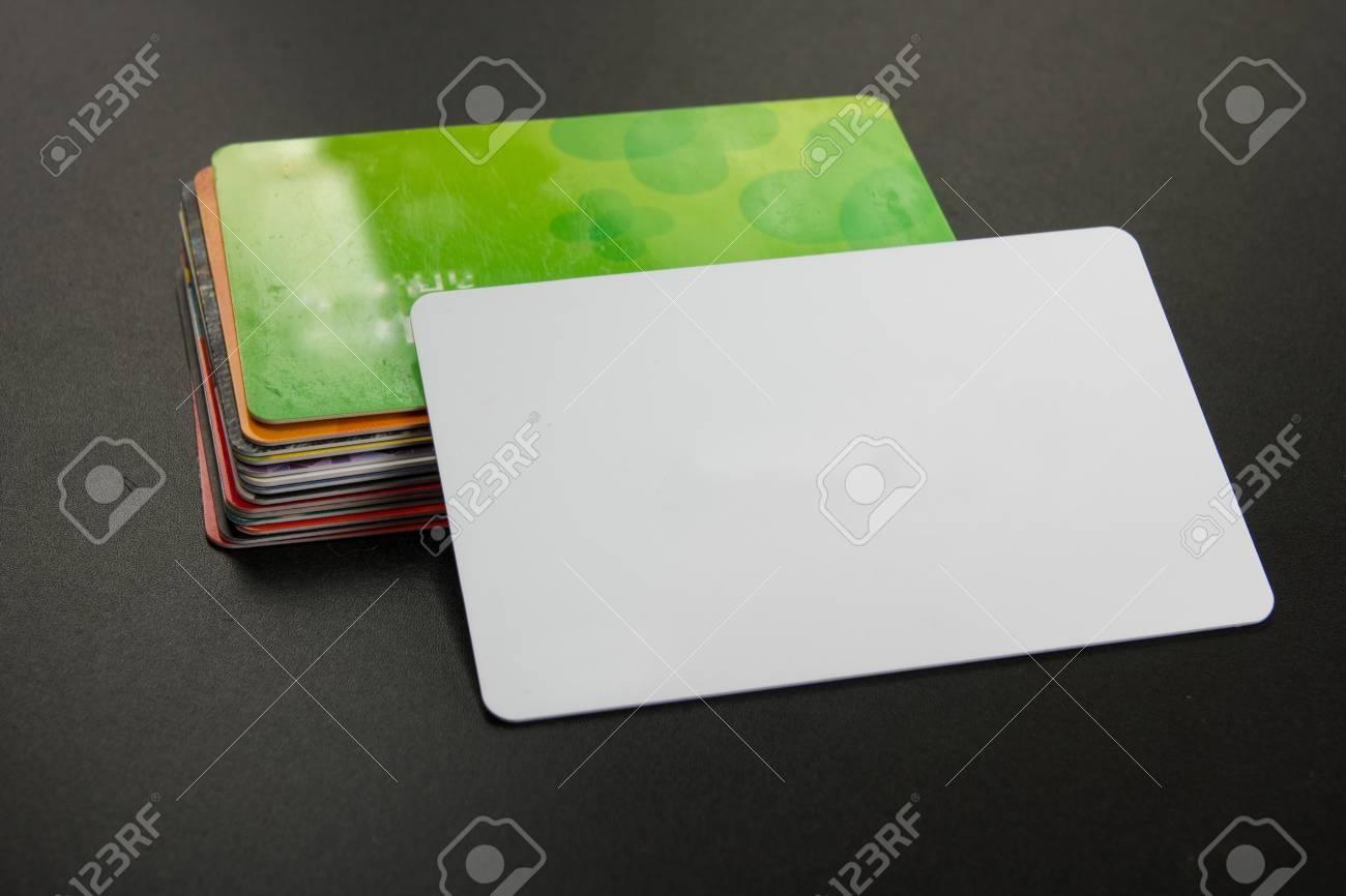 Blanc Carte De Visite Vierge Table Bureau Avec Ensemble Fournitures Colore Tasse Stylo Crayons Fleur Notes Cartes A Bord Noir