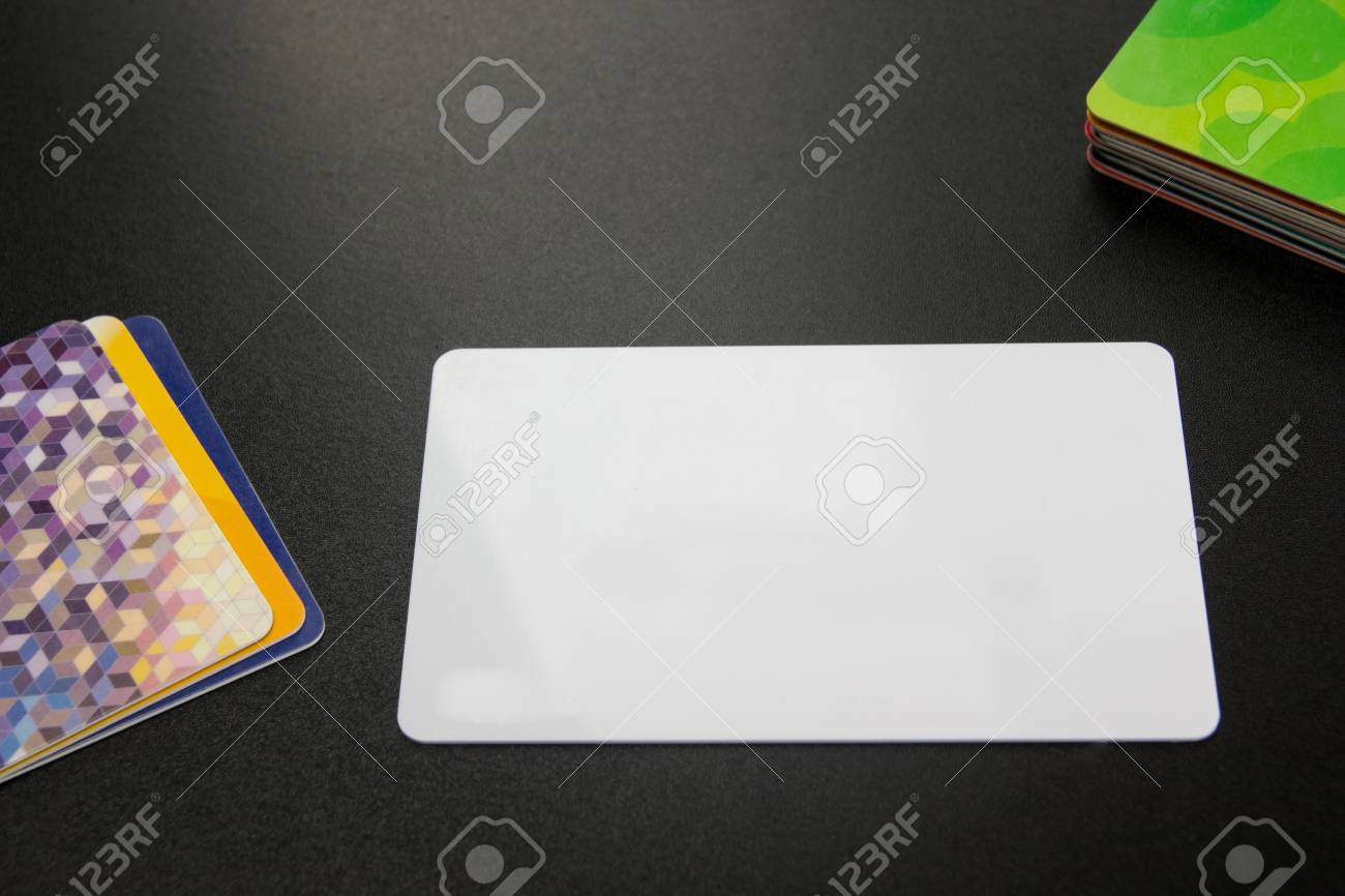 Blanc Carte De Visite Vierge Table Bureau Avec Ensemble Fournitures Color Tasse Stylo Crayons Fleur Notes Cartes Bord Noir