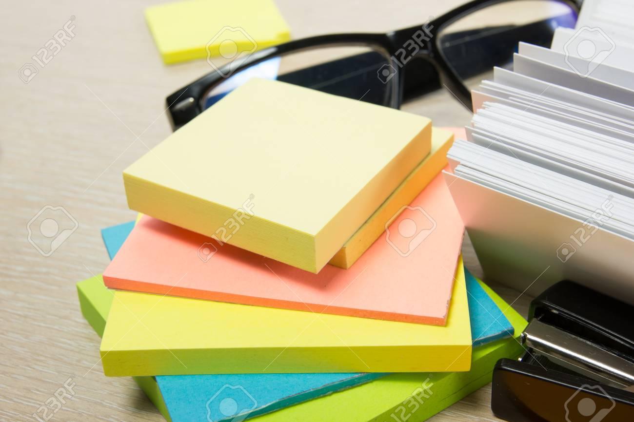 Blanc Carte De Visite Vierge Table Bureau Avec Ensemble Fournitures Color Tasse Stylo Crayons Fleur Notes