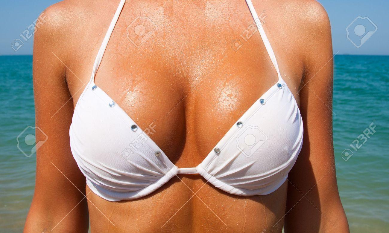 Фото большой груди в купальнике без лица 6 фотография