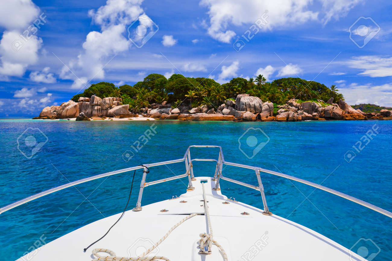 Tropical island and boat - nature background - 7084333