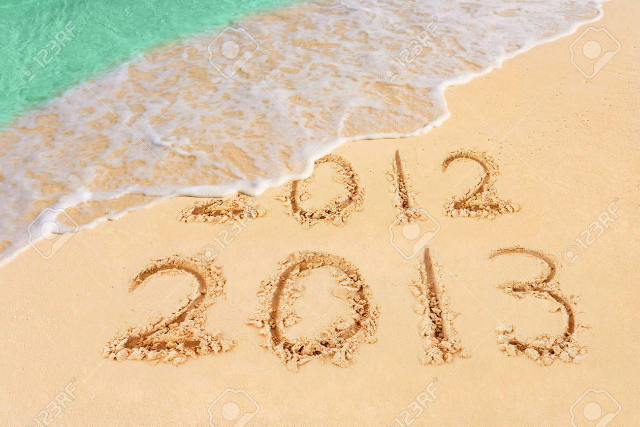 Numbers 2013 on beach - concept holiday background Stock Photo - 16080357