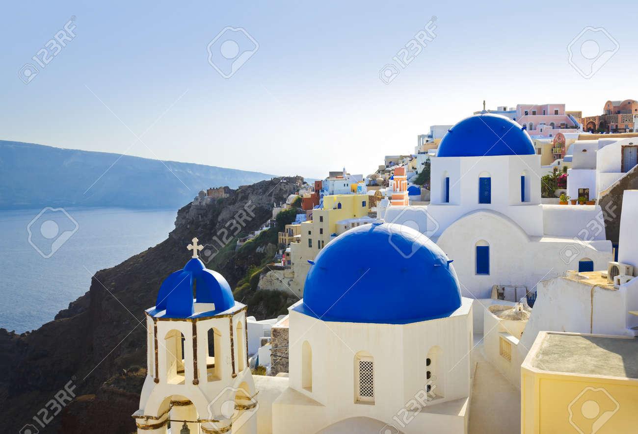 santorini iglesia oia grecia fondo de vacaciones foto de archivo