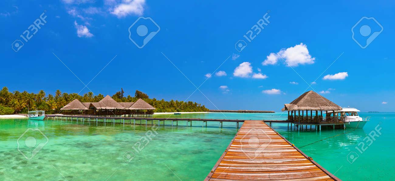 Tropical Maldives island - nature travel background - 41629818
