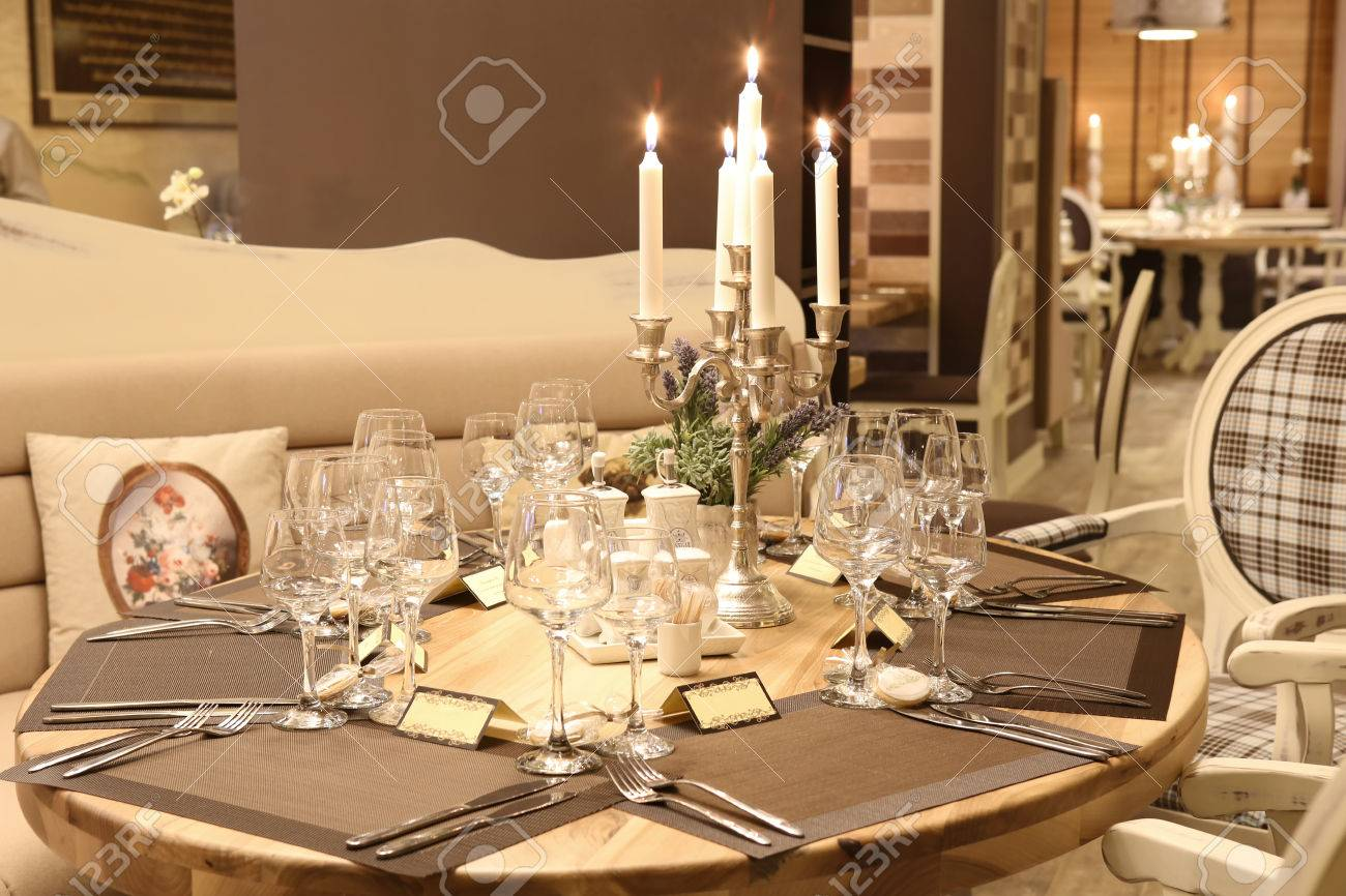Modern Restaurant Table Decoration Stock Photo, Picture And Royalty ...