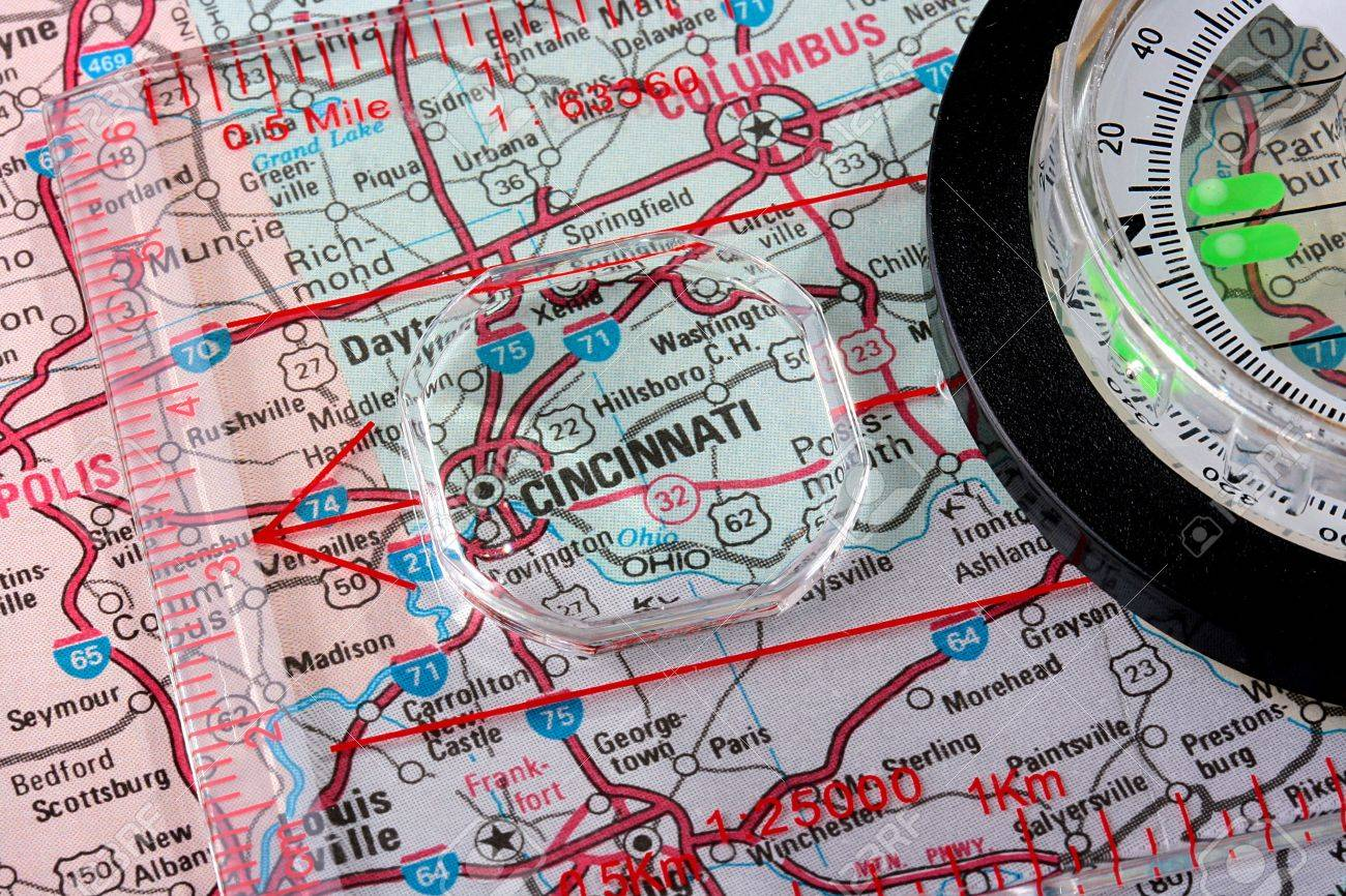 USA Map With The City Of Cincinnati And A Compass With Magnifying - Us map with compass