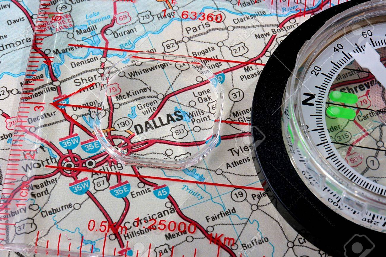 USA Map With The City Of Dallas And A Compass With Magnifying - Us map with compass