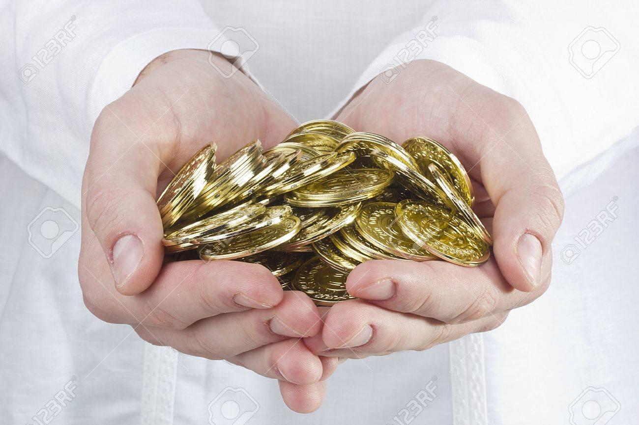 Close-up Fotografía De Las Manos Del Hombre Que Sostienen Monedas ...