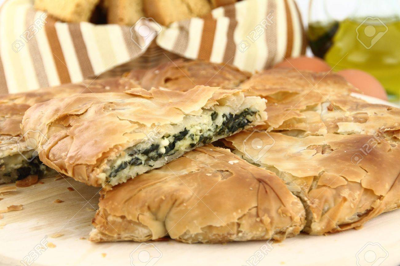Homemade puff spinach pie with filo pastry Stock Photo - 9675907