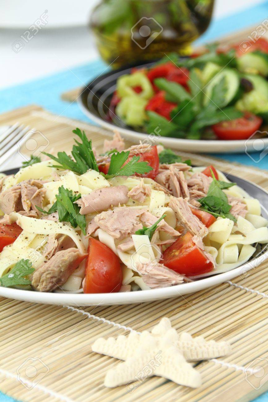 Tagliatelle pasta with tuna, parsley and cherry tomatoes Stock Photo - 9902131