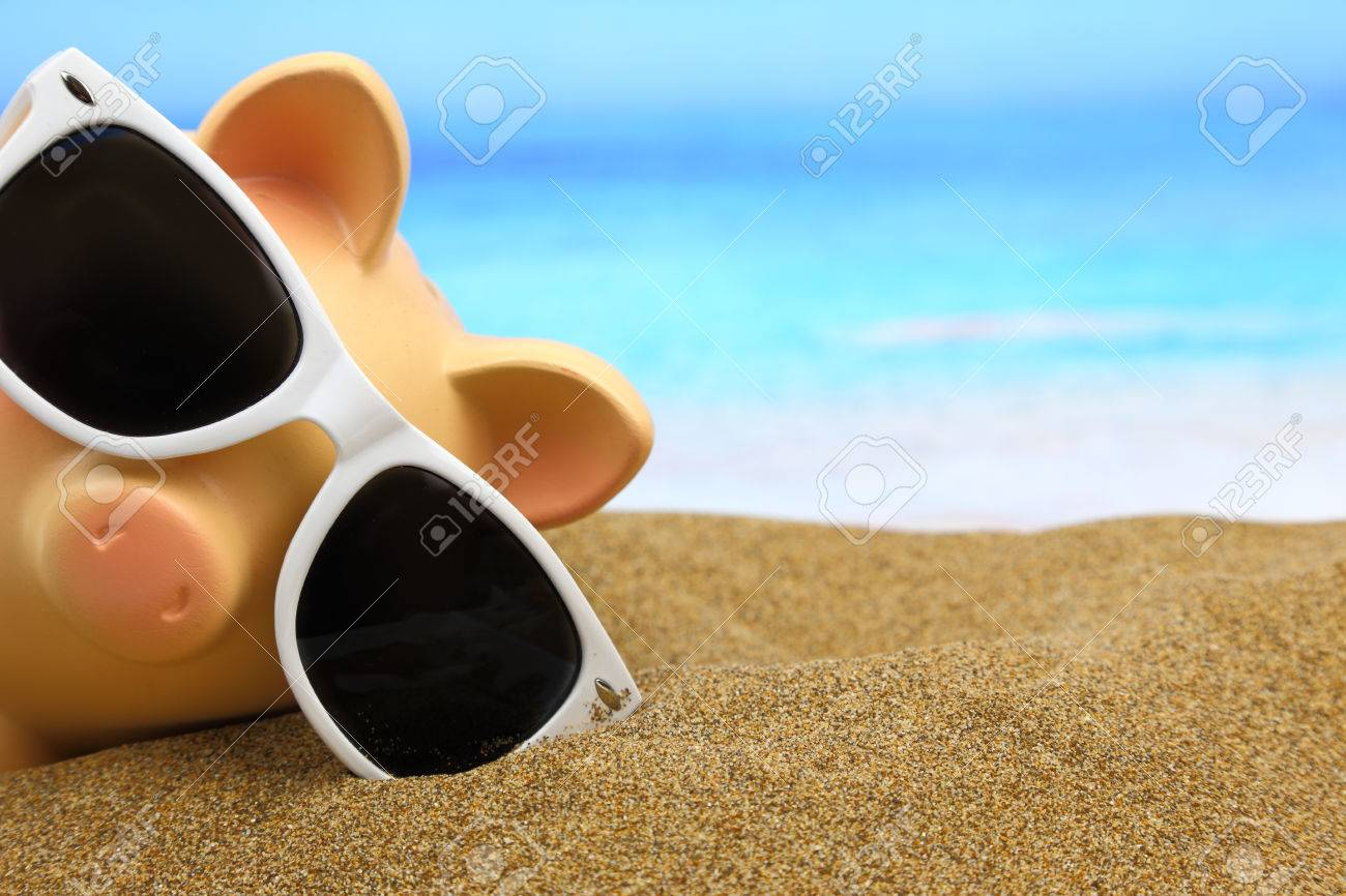 Summer piggy bank with sunglasses on the beach - 26815434