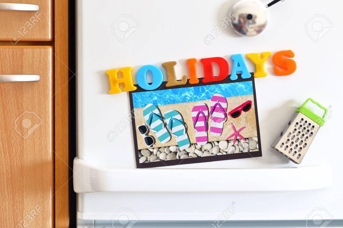 Kühlschränke Tür Mit Buntem Text Ferien Und Foto Am Pool Lizenzfreie ...