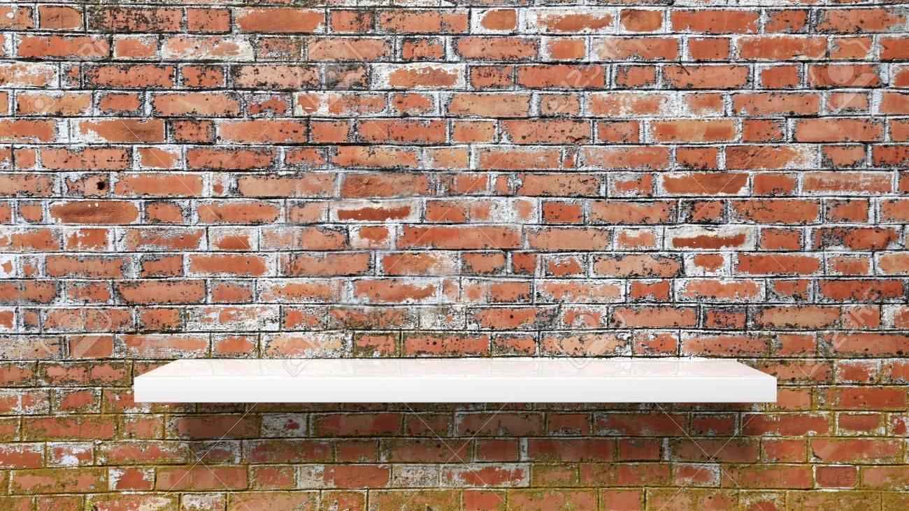 Etagere Sur Mur En Brique blanc et vide étagère murale sur le rouge mur de briques sales.