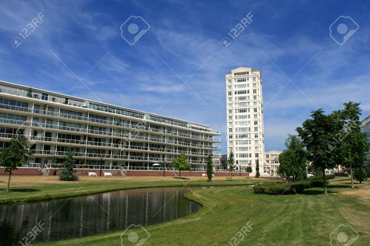 White Flach Und Modernen Häusern (Europa, Die Niederlande, Den Haag ...