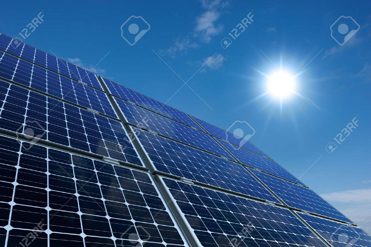 Mono-crystalline solar panels against a sunny sky Standard-Bild - 10866158