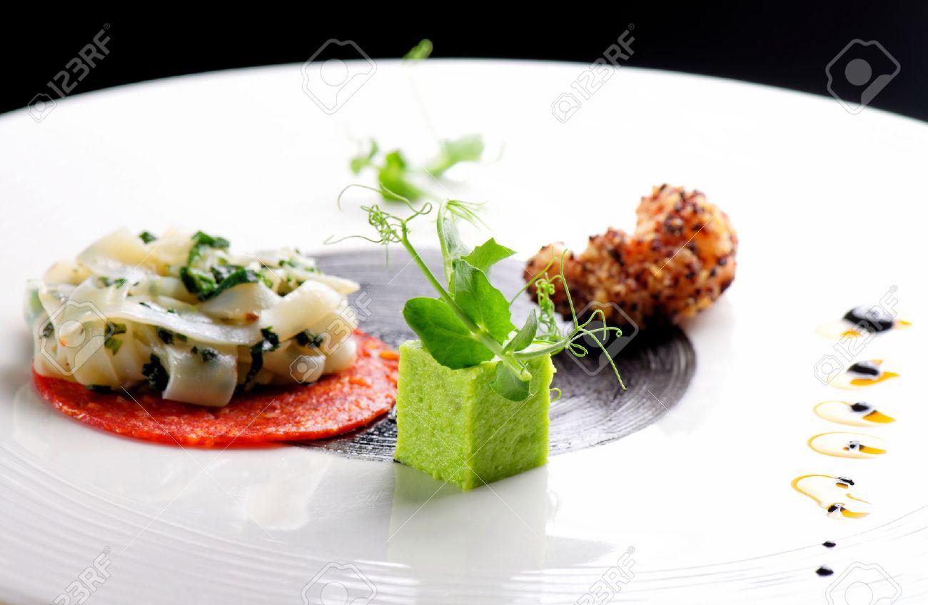 Gehobene Küche, Gourmet Vorspeise, Tintenfisch, Garnelen-Tempura und Chorizo