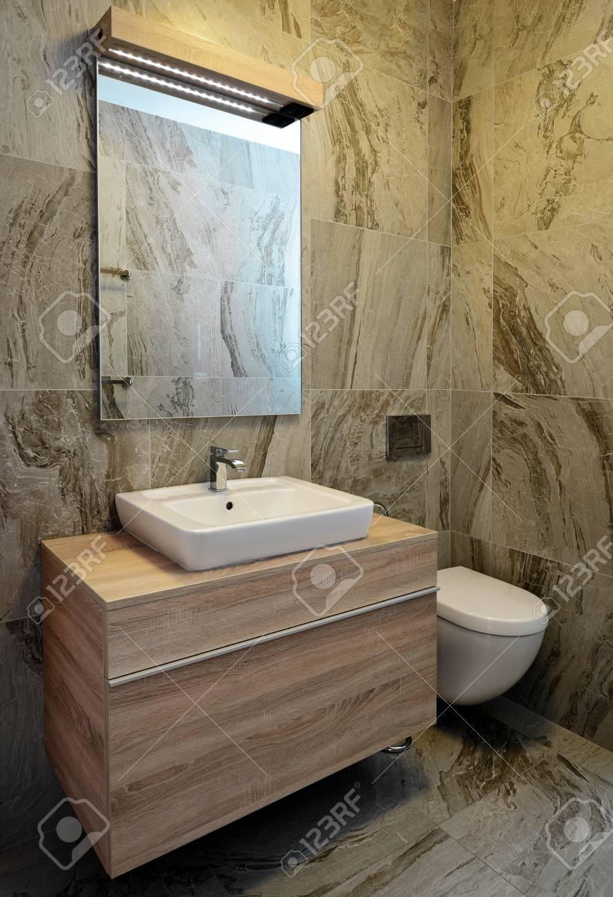 Luxe Marbre élégante Salle De Bains Intérieure Banque D\'Images Et ...