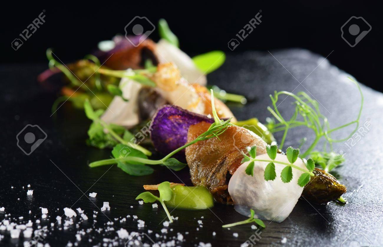 Haute Kuche Gourmet Essen Muscheln Mit Spargel Und Lardo Speck Lizenzfreie Fotos Bilder Und Stock Fotografie Image 56630606