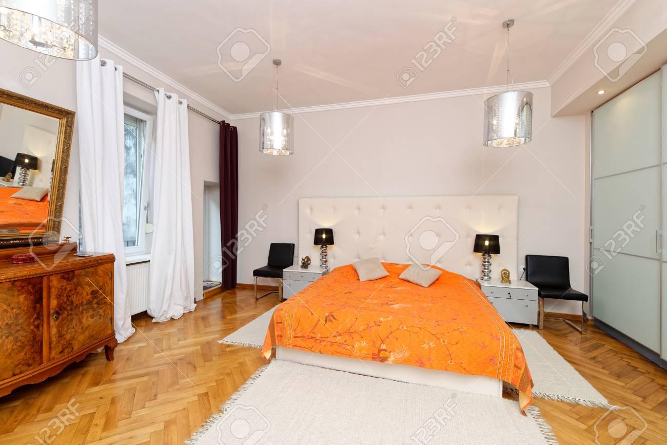 Das Elegante Und Luxuriöse Schlafzimmer Interieur Lizenzfreie Fotos ...
