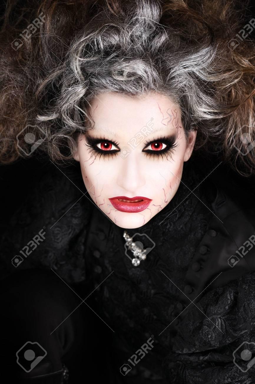foto de archivo retrato de la mujer vampiro halloween maquillaje