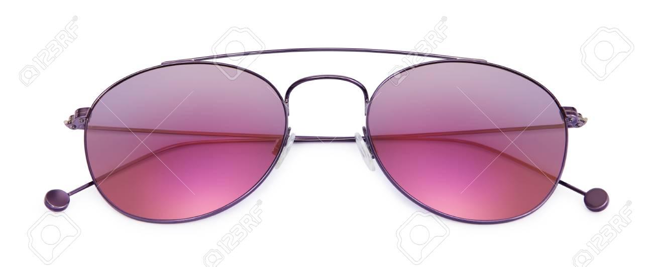 02ee1e33a1d6e3 Paarse zonnebril geïsoleerd op een witte achtergrond Stockfoto - 63063597